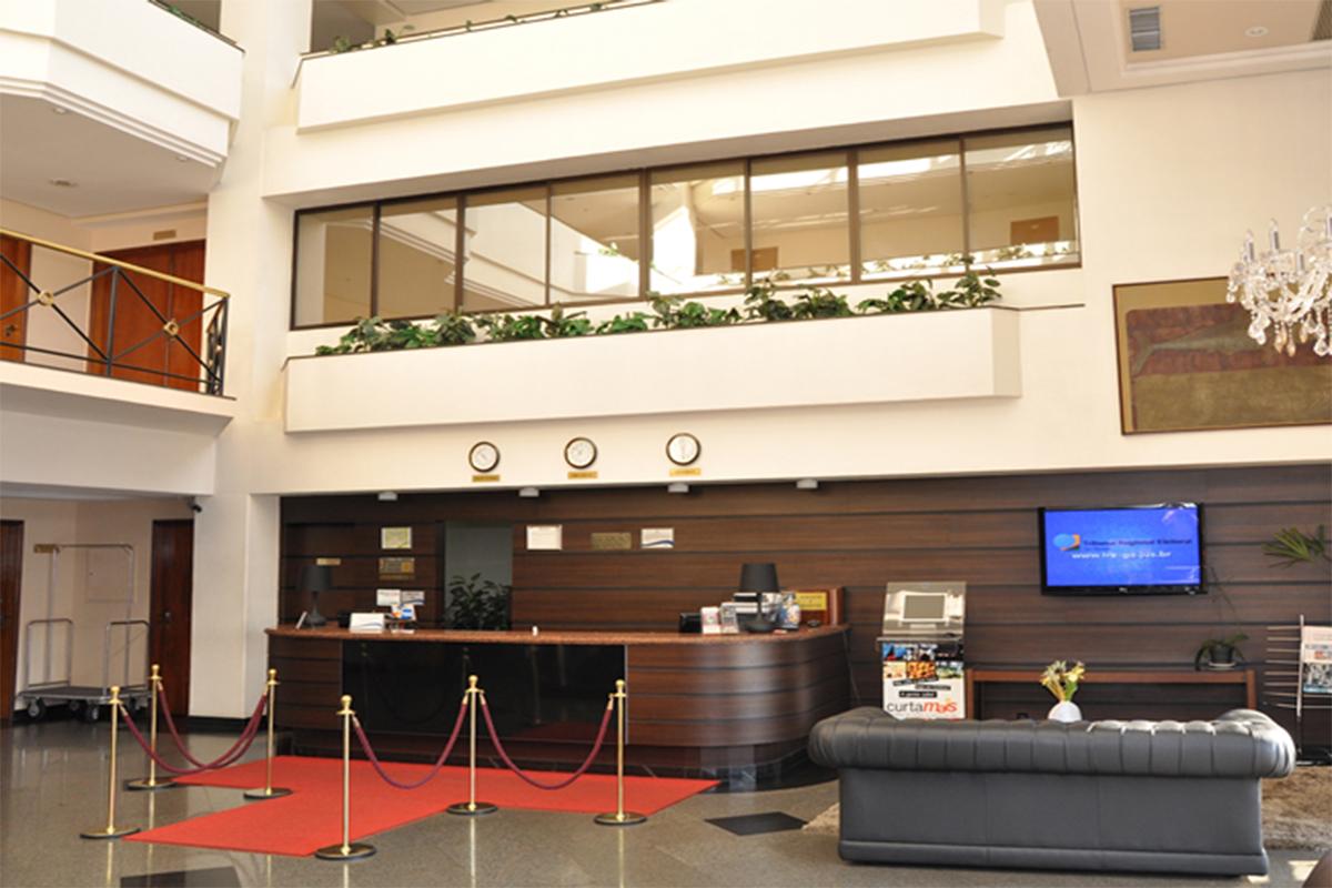 CRYSTAL PLAZA HOTEL BUSINESS E SERVICE