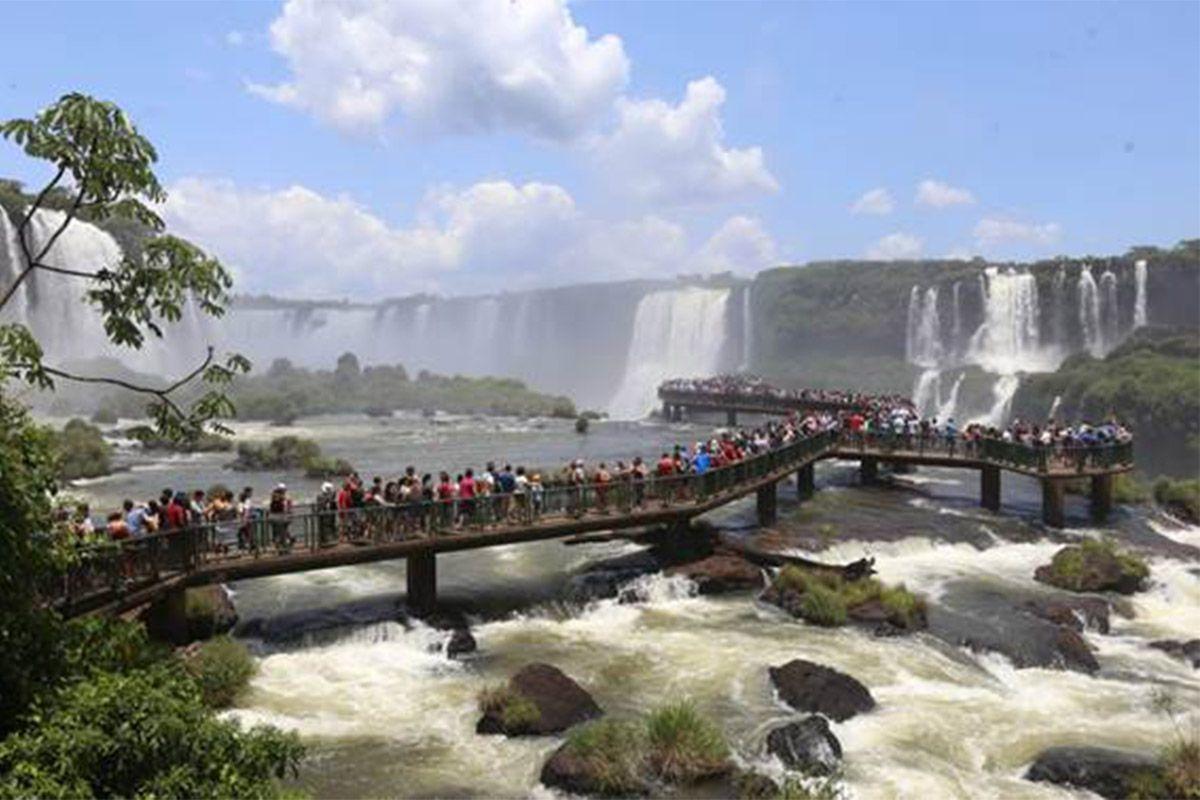 PARQUE NACIONAL DO IGUAÇU RECEBE MAIS DE 35 MIL VISITANTES NO FERIADÃO