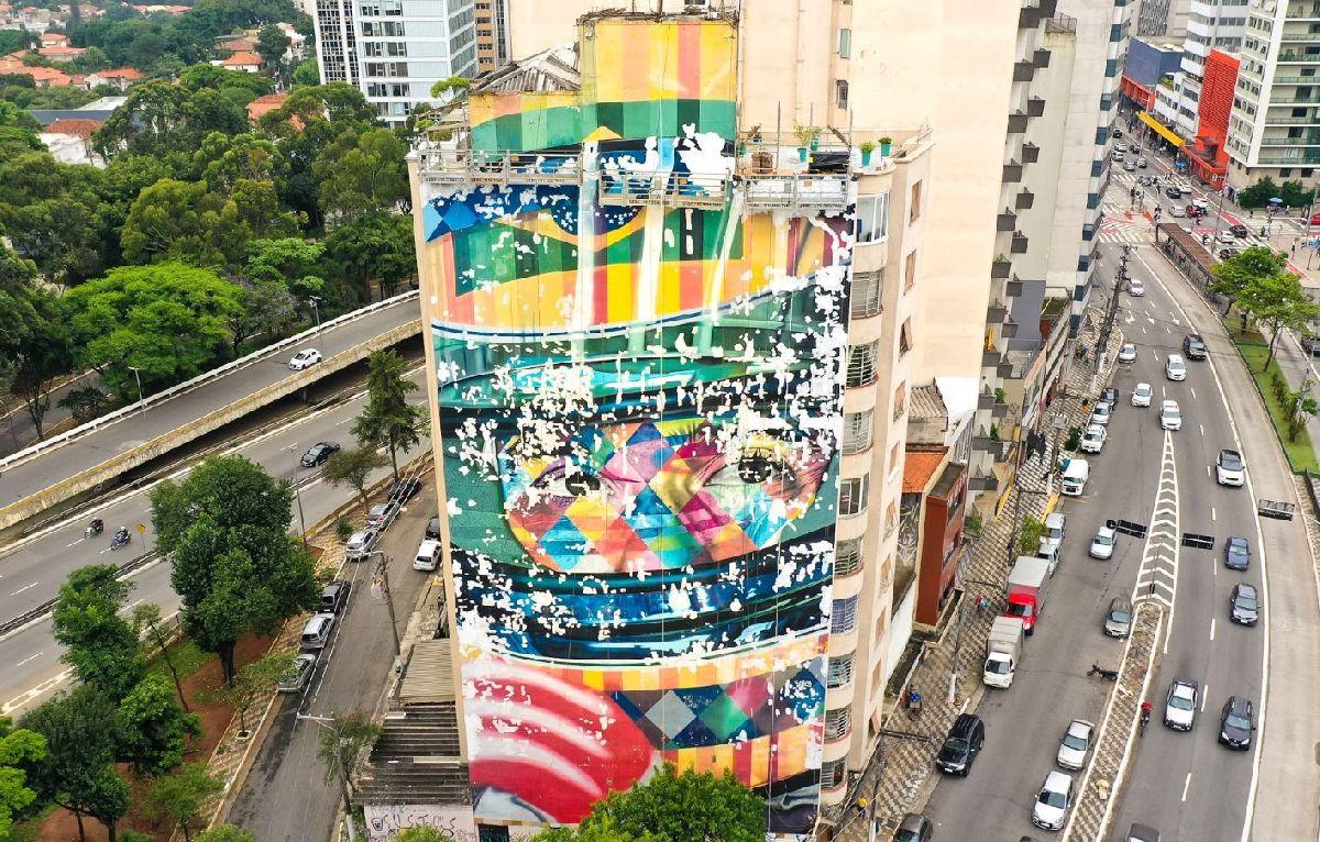 NO MURAL A LENDA DO BRASIL EDUARDO KOBRA INICIA PROJETO DE RESTAURAÇÃO DE SUAS OBRAS