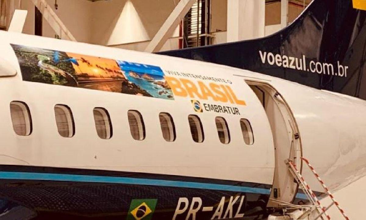 AZUL ADESIVA AERONAVES, EM PARCERIA COM A EMBRATUR, PARA PROMOVER O TURISMO DOMÉSTICO