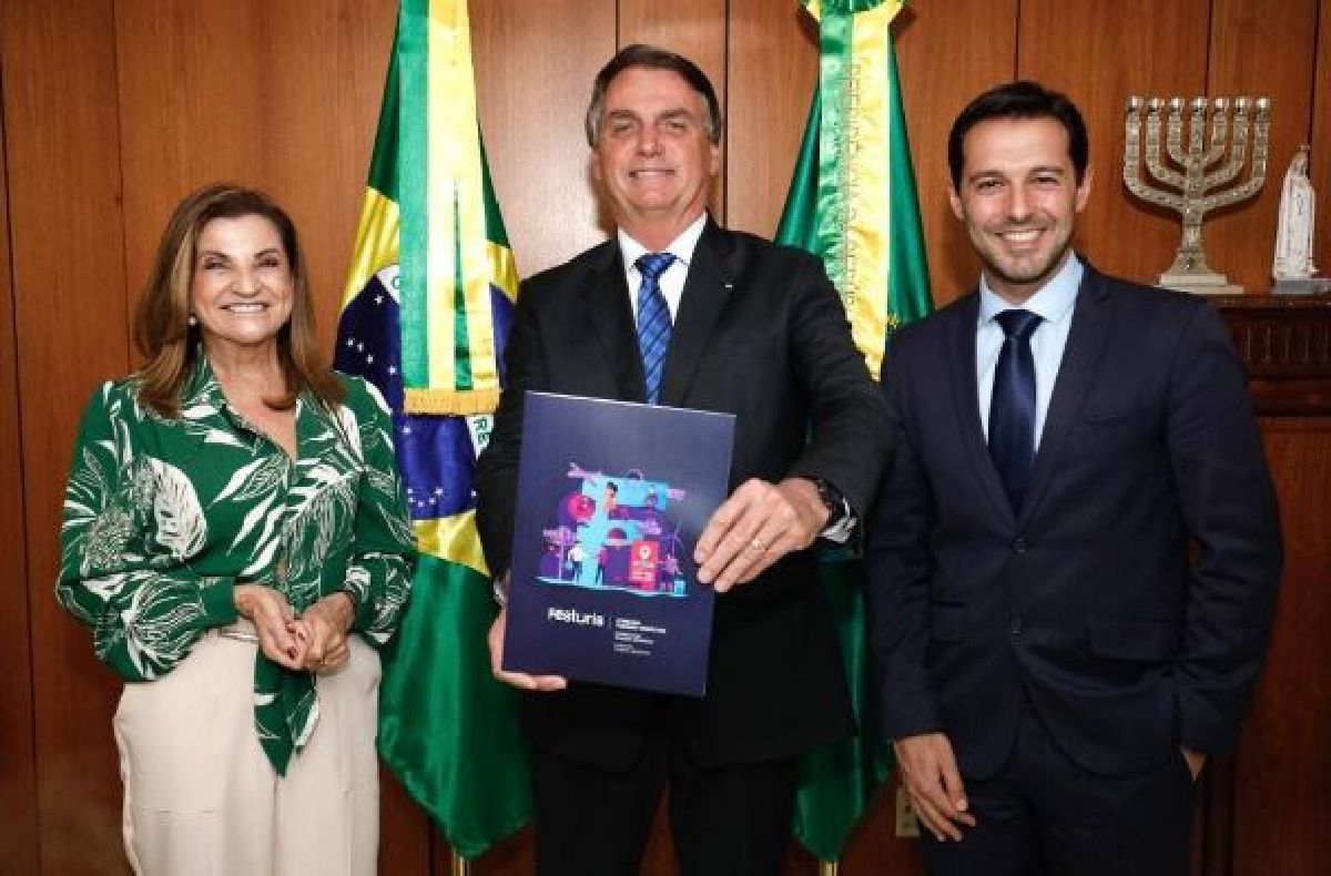 PRESIDENTE DA REPÚBLICA E MINISTRO DO TURISMO RECEBEM CONVITES PARA O FESTURIS 2021