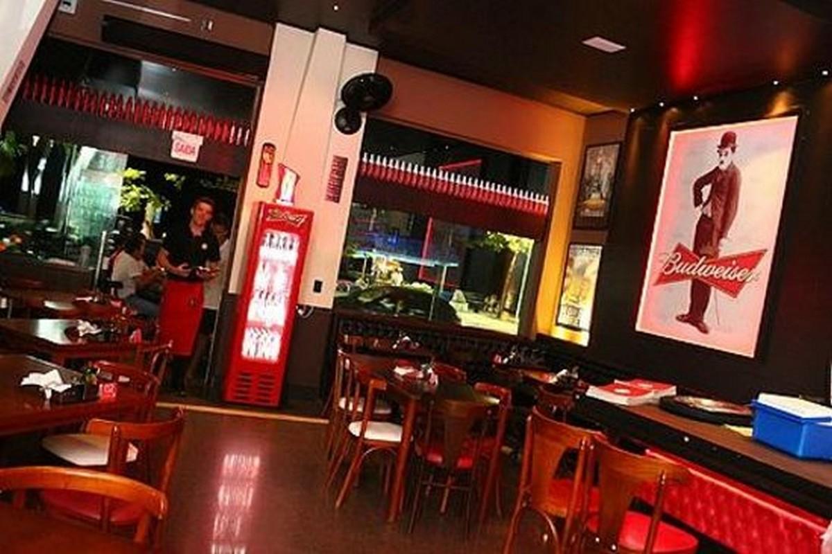 Chaplin 1500 Pub Bar